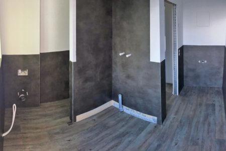 Das mit CV-Fliesen an Boden und Wand renovierte Bad eines TTM-Kunden aus Chemnitz.