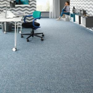 Teppichboden bringt neben dem Faktor Wohnlichkeit viele Vorteile mit.
