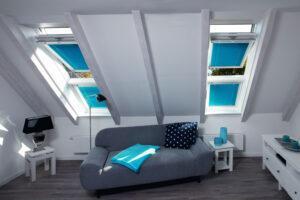 Jalousie an Dachschrägen-Fenster