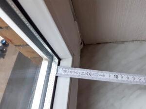 Auch, ob der Fensterfalz tief genug für die Montage ist, sollte vorab kontrolliert werden.