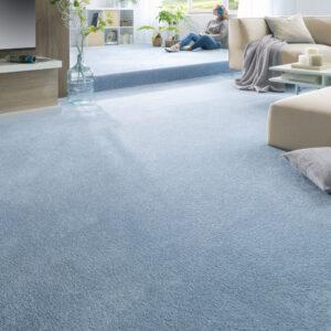 Teppichboden ist auch nicht empfindlicher und pflegeintensiver als glatte Böden.