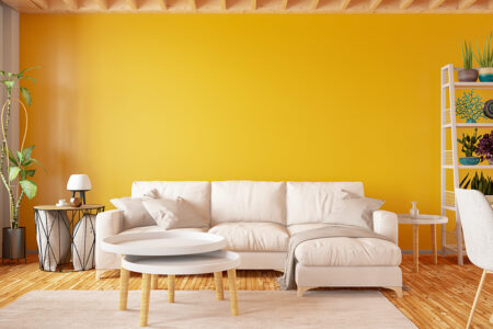 Zitrusgelb liegt als Pantone-Farbe des Jahres 2021 bei der Wandgestaltung voll im Trend.